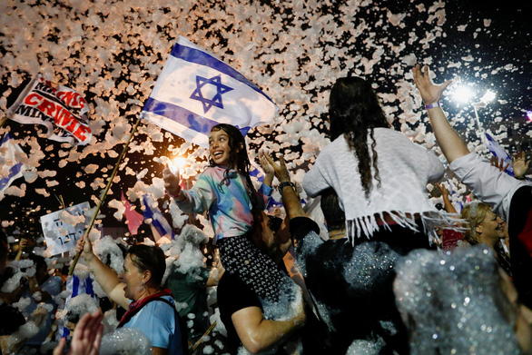 Liên minh đối lập đã lật đổ, chấm dứt 12 năm cầm quyền của Thủ tướng Israel Benjamin Netanyahu - Ảnh 2.