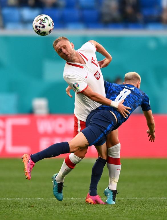 Mất người, Ba Lan bại trận trước Slovakia - Ảnh 1.