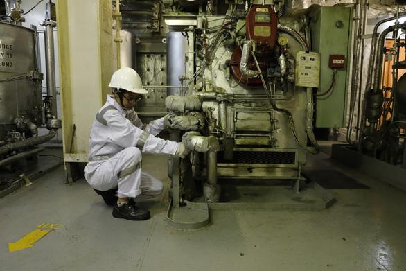 Những bóng hồng thích cảm giác mạnh - Kỳ 5: Cô thợ máy tàu viễn dương - Ảnh 3.