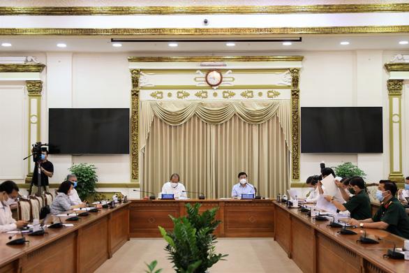 Chủ tịch Nguyễn Thành Phong: Dịch tại Bệnh viện Bệnh nhiệt đới là bài học rất sâu sắc - Ảnh 1.