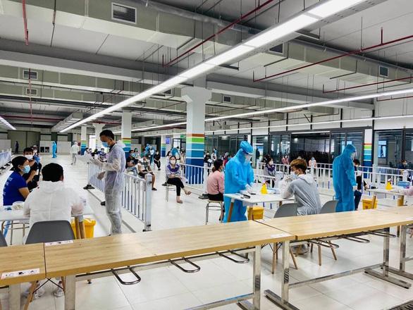 Bắc Giang sẽ đón 16.000 công nhân làm việc lại dù số ca COVID-19 sắp chạm mốc 4.000 - Ảnh 1.