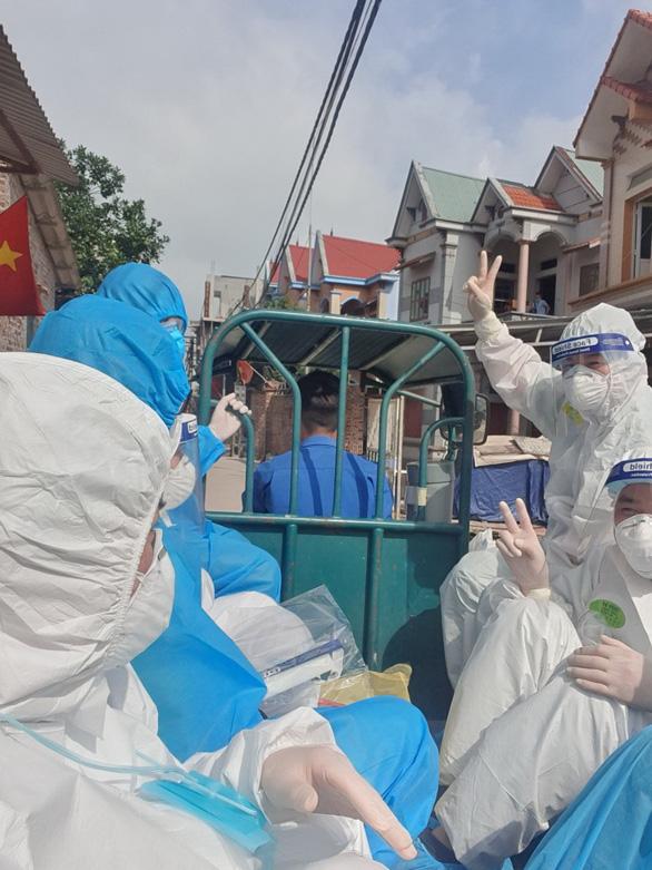 Những người tình nguyện đến Bắc Giang chưa hết dịch thì ta chưa về - Ảnh 2.