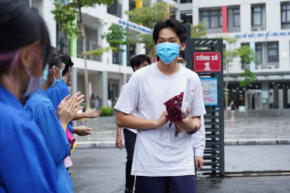 Hà Nội công bố kết quả thi và điểm chuẩn tuyển sinh lớp 10 trong ngày 30-6 - Ảnh 1.
