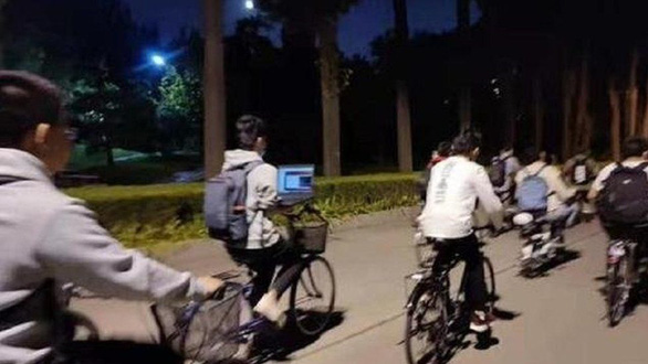 Chán bon chen, giới trẻ Trung Quốc chọn lối sống không cạnh tranh - Ảnh 1.