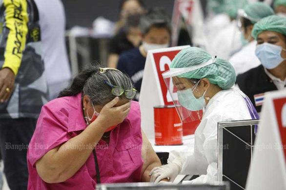 Thiếu vắc xin, chính quyền Thái Lan đổ lỗi cho nhau - Ảnh 1.