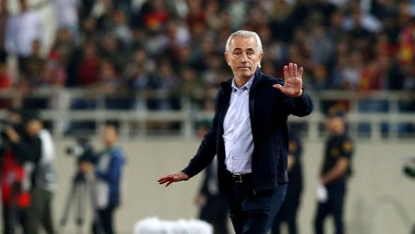HLV tuyển UAE Van Marwijk dạy học trò 3 chiêu để thắng Việt Nam - Ảnh 1.