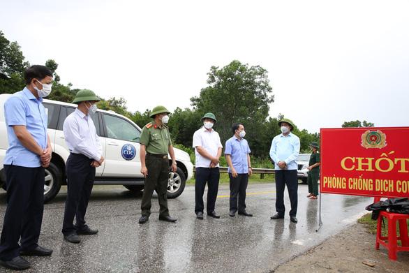 Hà Tĩnh khởi tố vụ án hình sự làm lây lan dịch bệnh ở Hương Sơn - Ảnh 1.
