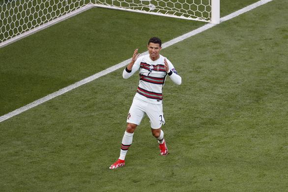 Lập cú đúp, Ronaldo đi vào lịch sử Euro - Ảnh 2.