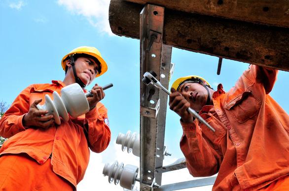 EVNSPC: Gặp sự cố điện, báo ngay 19001006 hoặc 19009000 - Ảnh 2.