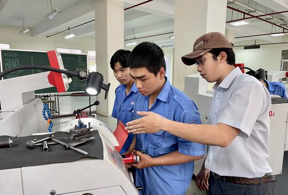 Trường trung cấp, cao đẳng không được cấp giấy chứng nhận hoàn thành chương trình GDTX - Ảnh 1.