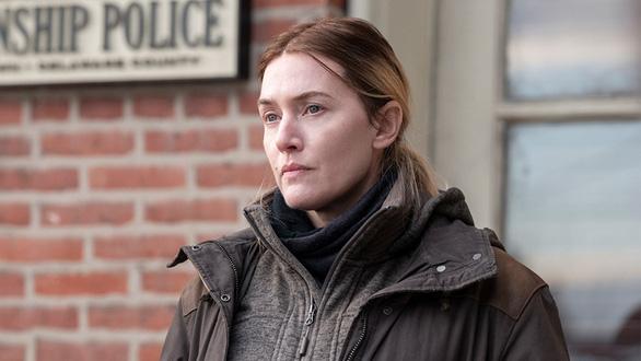 Minh tinh Kate Winslet tỏa sáng trong phim về những phụ nữ trung niên đầy thương tổn - Ảnh 2.