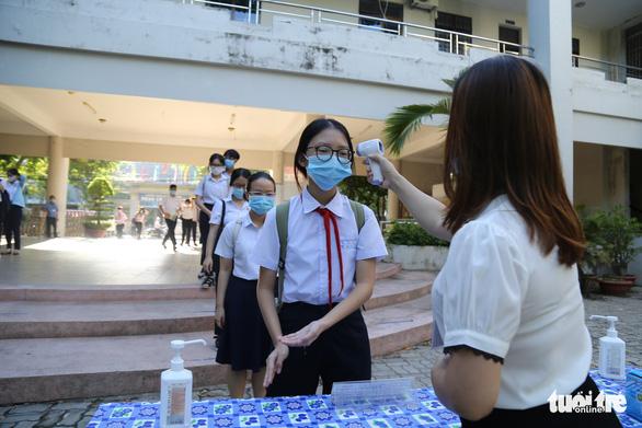 Sĩ tử Đà Nẵng ngày đầu tiên thi vào lớp 10, an tâm nhờ kết quả xét nghiệm - Ảnh 6.
