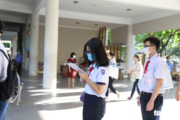 Sĩ tử Đà Nẵng ngày đầu tiên thi vào lớp 10, an tâm nhờ kết quả xét nghiệm - Ảnh 7.