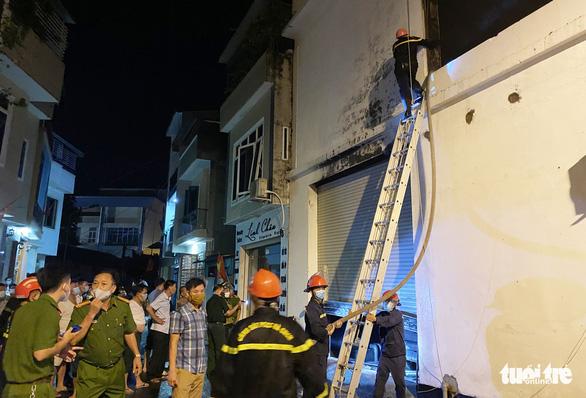 Vụ cháy phòng trà 6 người chết: dập tắt hoàn toàn trong 20 phút - Ảnh 1.