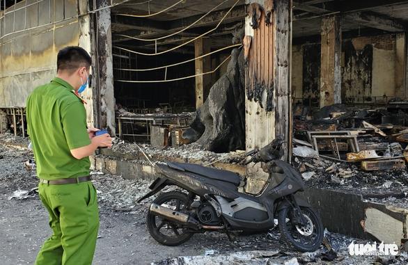 Đau lòng cả gia đình trẻ tử nạn trong vụ cháy phòng trà lúc nửa đêm - Ảnh 2.