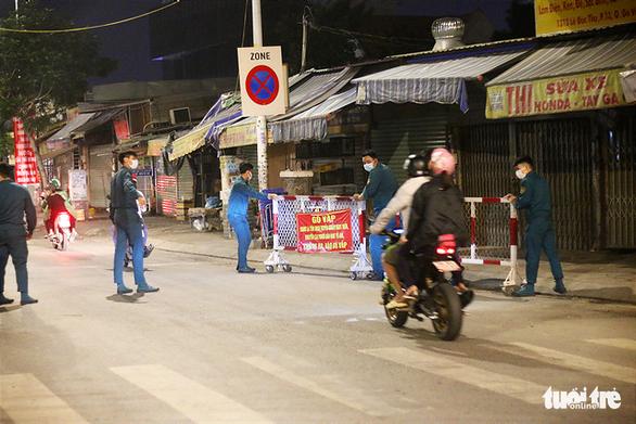 0h ngày 15-6, quận Gò Vấp, TP.HCM dỡ 10 chốt kiểm soát chính, giảm cấp giãn cách xã hội - Ảnh 2.