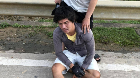 Nam thanh niên trốn khai báo y tế, đánh 2 cảnh sát bị thương - Ảnh 1.