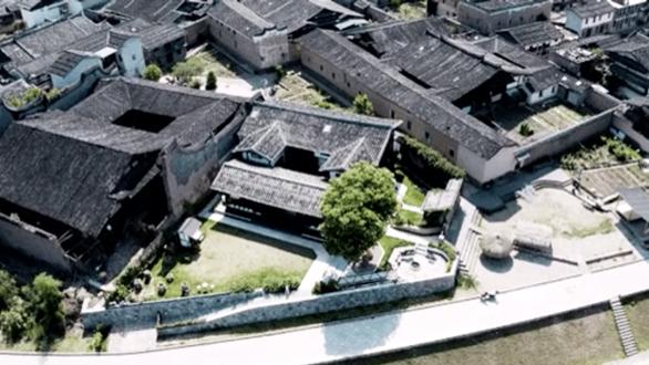 Bỏ phố về quê, đôi vợ chồng Trung Quốc cải tạo ngôi nhà đẹp như tranh - Ảnh 2.