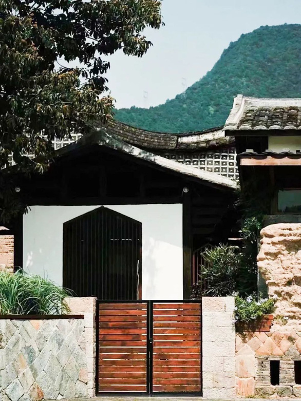Bỏ phố về quê, đôi vợ chồng Trung Quốc cải tạo ngôi nhà đẹp như tranh - Ảnh 4.
