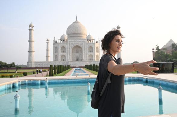 Đền Taj Mahal mở cửa đón khách lại giữa đại dịch - Ảnh 2.