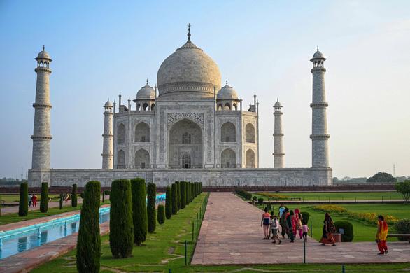 Đền Taj Mahal mở cửa đón khách lại giữa đại dịch - Ảnh 4.