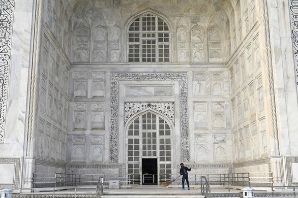 Đền Taj Mahal mở cửa đón khách lại giữa đại dịch - Ảnh 5.