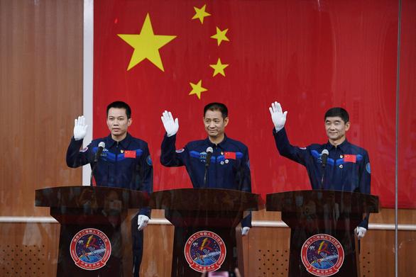 Sáng mai, Trung Quốc đưa 3 phi hành gia lên xây trạm không gian Thiên Cung - Ảnh 1.
