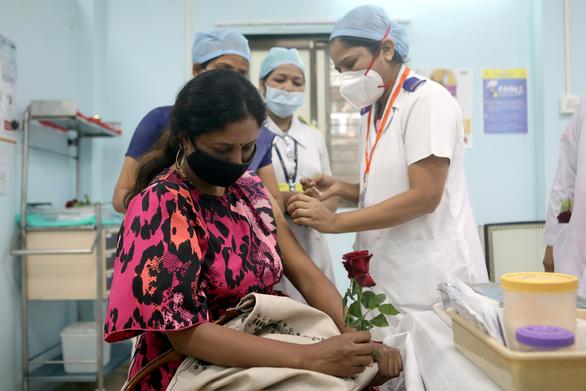 Ấn Độ nâng khoảng cách giữa 2 liều vắc xin AstraZeneca lên 4 tháng - Ảnh 1.