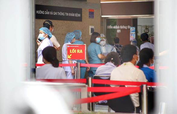 Bệnh viện Đại học Y dược TP.HCM tạm ngừng hoạt động do nhân viên nghi mắc COVID-19 - Ảnh 2.