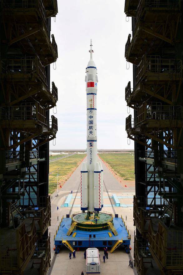 Sáng mai, Trung Quốc đưa 3 phi hành gia lên xây trạm không gian Thiên Cung - Ảnh 2.