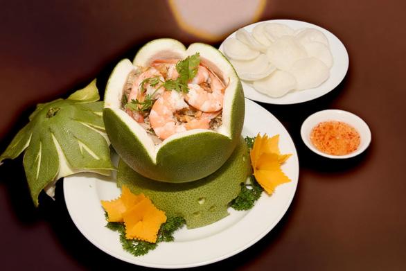 Khách sạn Rex Sài Gòn: Happy Hour ưu đãi mới, thêm niềm vui mới - Ảnh 1.