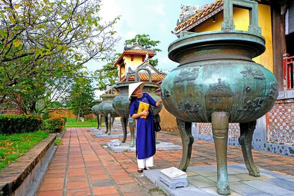 Hoàn thiện hồ sơ công nhận Cửu đỉnh trong hoàng cung Huế là di sản tư liệu thế giới - Ảnh 1.