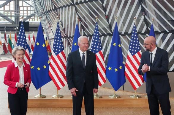Mỹ - EU ra tuyên bố chung cam kết chấm dứt đại dịch COVID-19 - Ảnh 1.