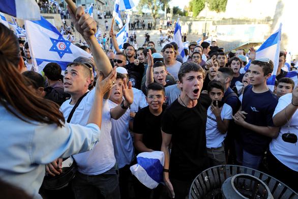 Israel không kích dải Gaza sau gần 1 tháng ngừng bắn - Ảnh 1.