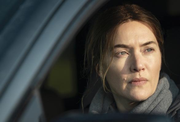 Minh tinh Kate Winslet tỏa sáng trong phim về những phụ nữ trung niên đầy thương tổn - Ảnh 5.