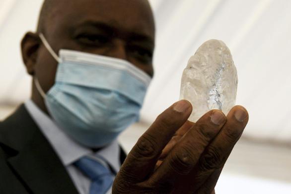 Đào được viên kim cương to thứ ba thế giới - Ảnh 1.