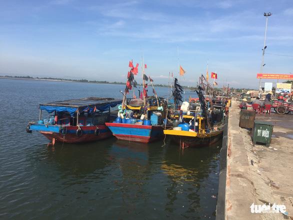 Thuê thuyền chở trốn khỏi vùng cách ly, 7 người bị phạt 35 triệu đồng - Ảnh 1.