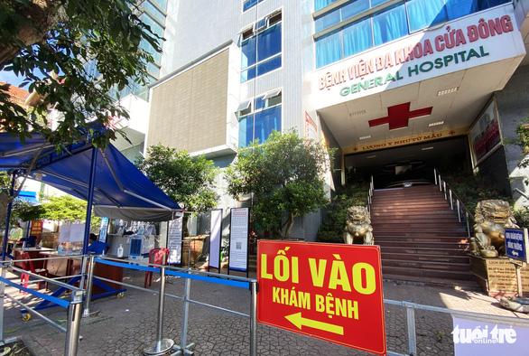 Hai bệnh viện TP Vinh tạm dừng đón bệnh nhân sau ca COVID-19 chưa rõ nguồn lây - Ảnh 2.