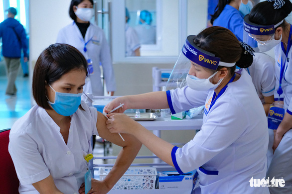 Chính phủ đồng ý mua 30 triệu liều vắc xin AstraZeneca từ VNVC - Ảnh 1.