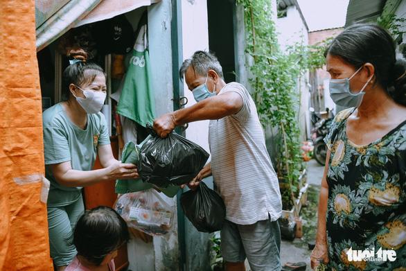 Người Sài Gòn giãn cách, không giãn lòng - Ảnh 2.