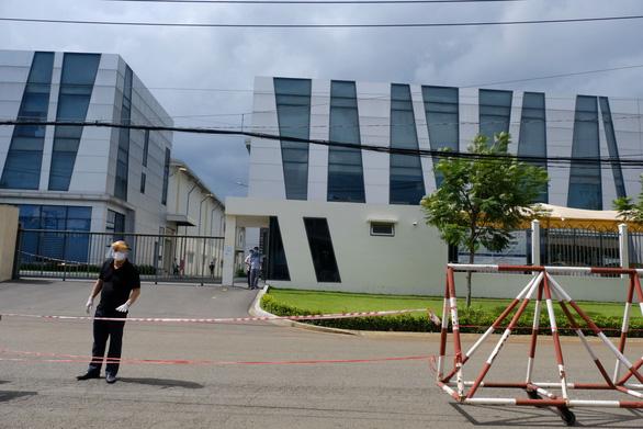Thêm nhiều nhà máy bị phong tỏa, công nhân lên mạng động viên nhau - Ảnh 3.