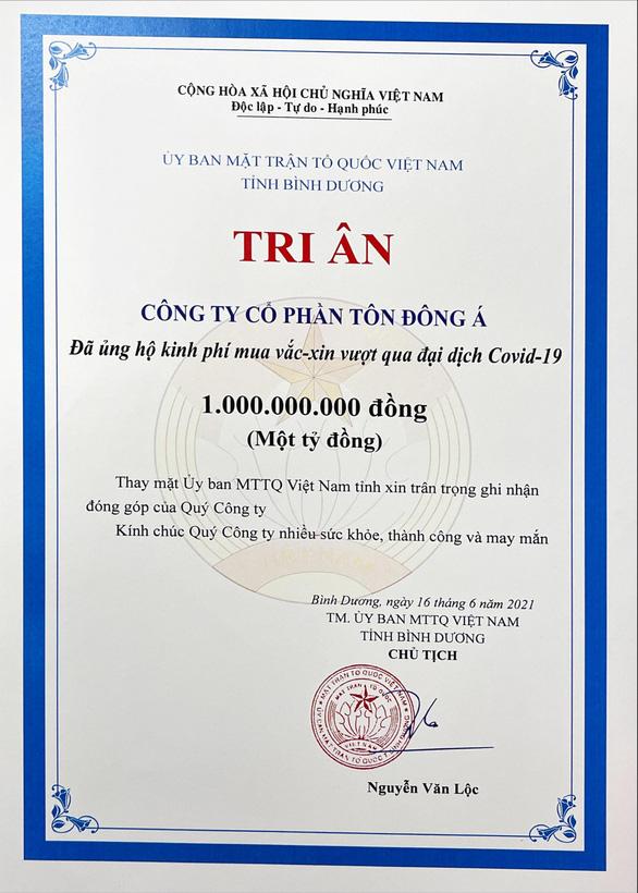 Tôn Đông Á trao 1 tỉ đồng để mua vắc xin phòng chống COVID-19 - Ảnh 2.