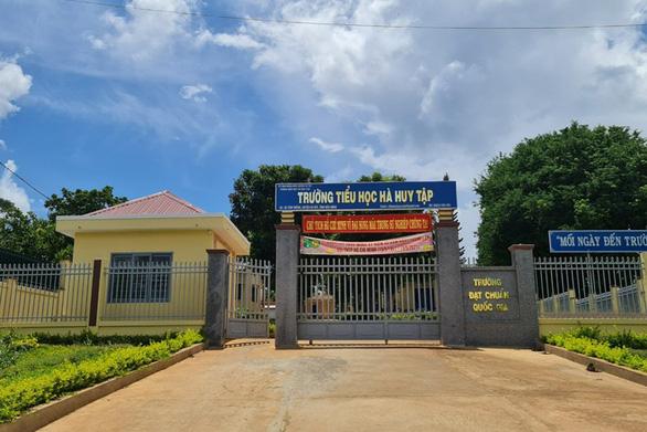 Xác minh vụ học sinh nghèo bị giam học bạ vì nợ 550.000 đồng tiền quỹ