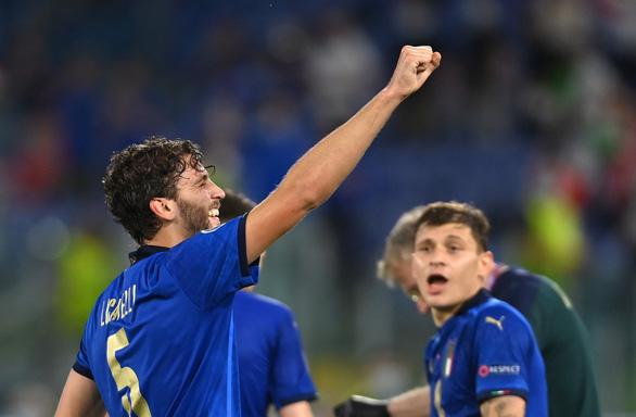 Tuyển Ý giành vé đầu tiên vào vòng 16 đội - Ảnh 1.