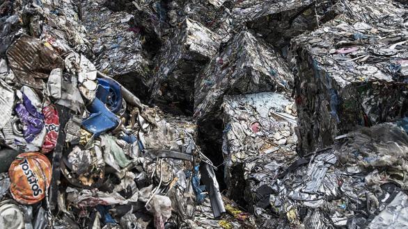 Cảnh sát Ý triệt phá đường dây buôn lậu kim loại tái chế khủng liên quan Trung Quốc - Ảnh 1.