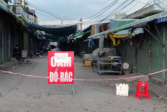 Vợ con bệnh nhân vào Big C Đồng Nai dương tính với SARS-CoV-2, phong tỏa khu chợ khoảng 100 hộ dân - Ảnh 2.