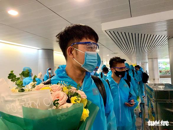 Đội tuyển Việt Nam đã về đến TP.HCM - Ảnh 7.