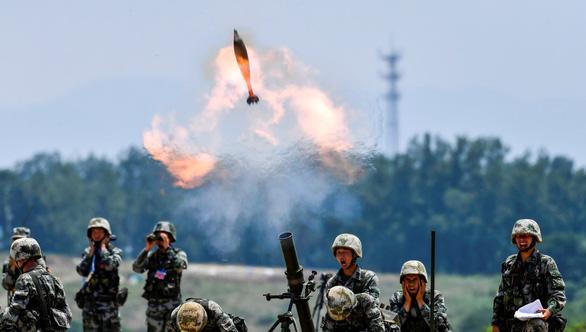Nhật Bản quan ngại chiến lược mở rộng quân đội của Trung Quốc - Ảnh 1.