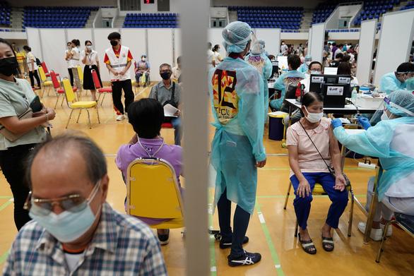 Thái Lan đặt mục tiêu tiêm 10 triệu liều vắc xin/tháng, mở cửa trong 120 ngày - Ảnh 1.