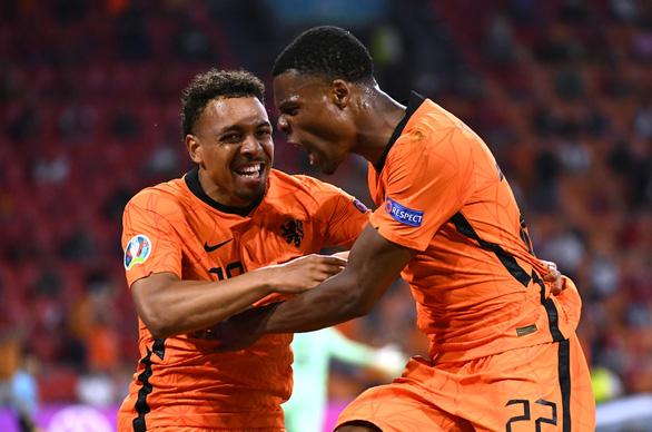 Đánh bại Áo, Hà Lan vượt qua vòng bảng sớm 1 lượt đấu - Ảnh 1.